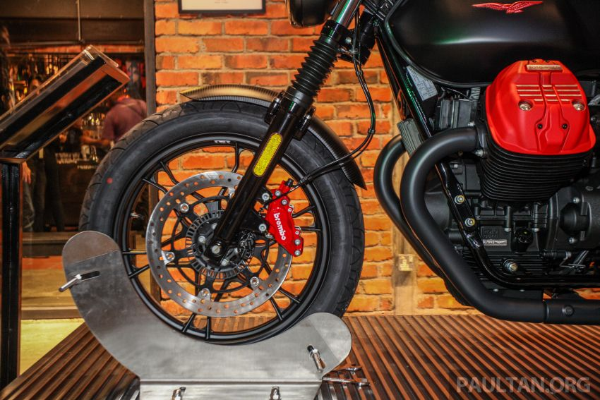 Moto Guzzi V7 III Carbon tiba di Malaysia – RM74,900 Image #838998