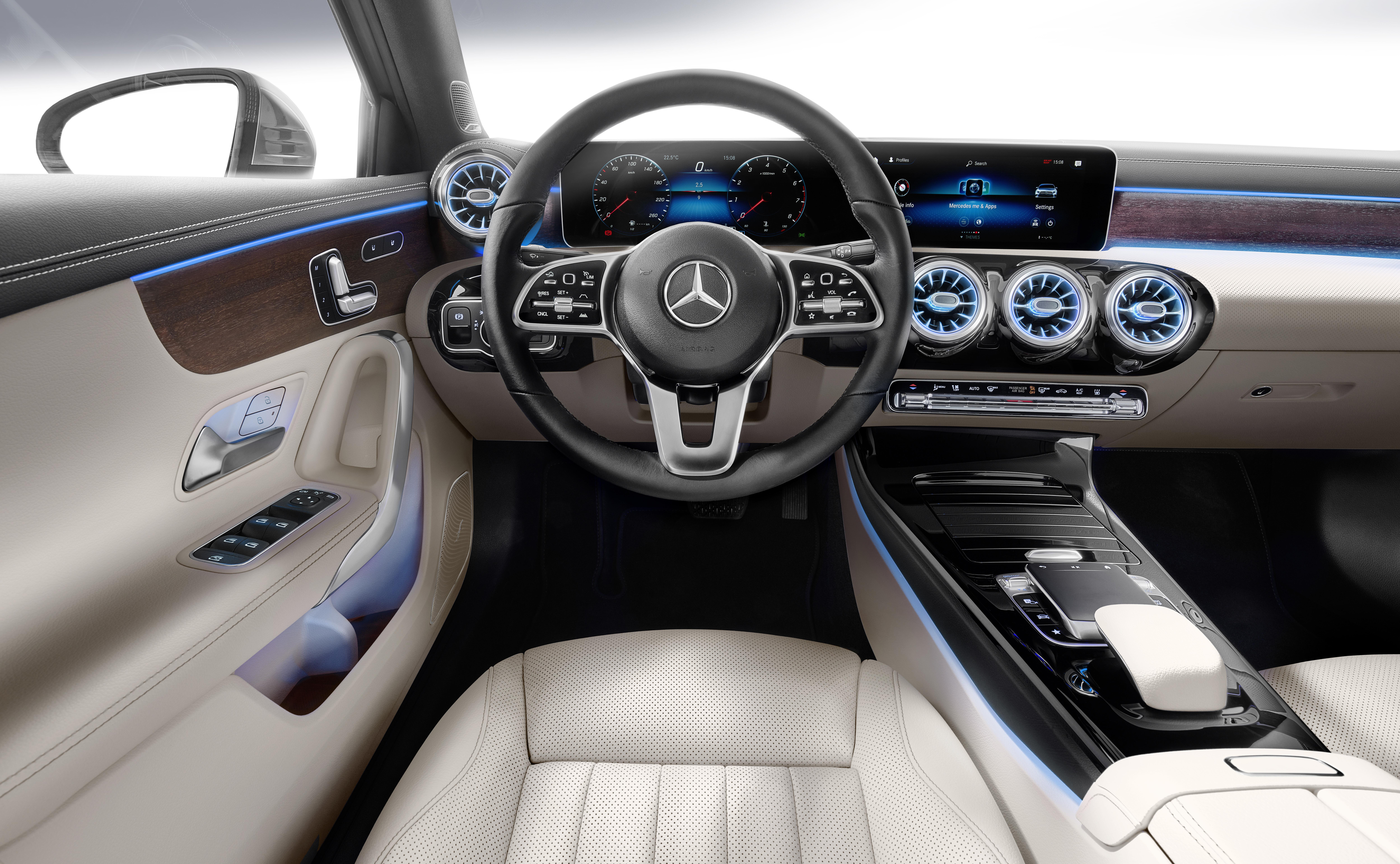 V177 Mercedes-Benz A-Class Sedan finally unveiled Image #842895