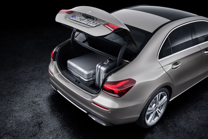 V177 Mercedes-Benz A-Class Sedan finally unveiled Image #842961