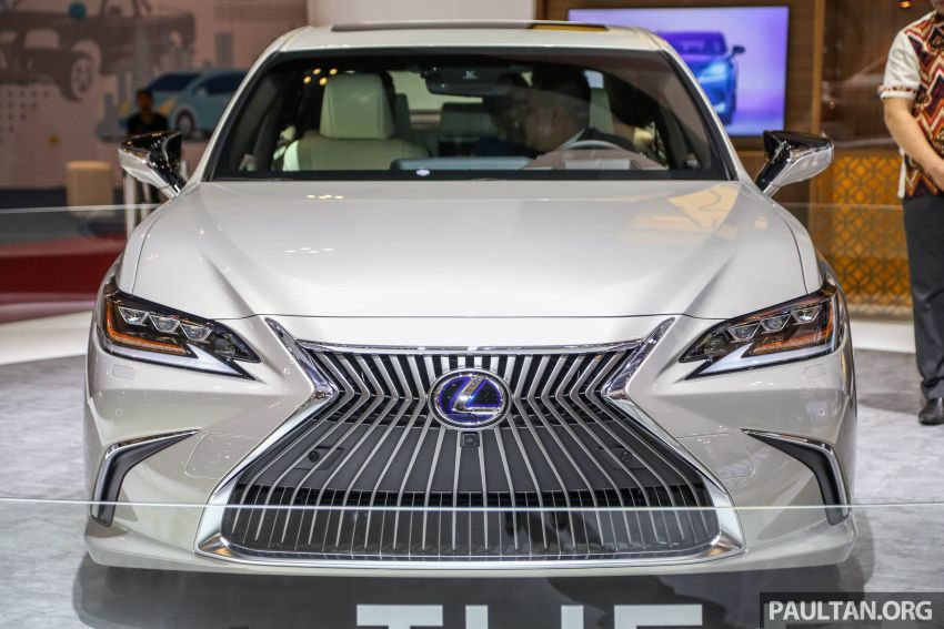 GIIAS 2018: New Lexus ES 300h launched in Indonesia Image #846538