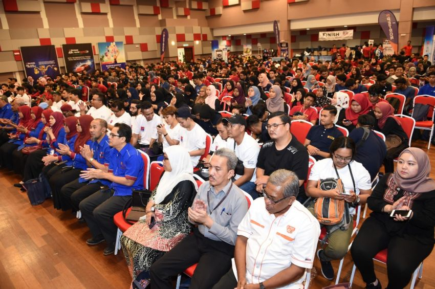 Petron kicks off Road Safety Program in UTM KL, aims to inculcate good driving habits to 5,000 students Image #849329