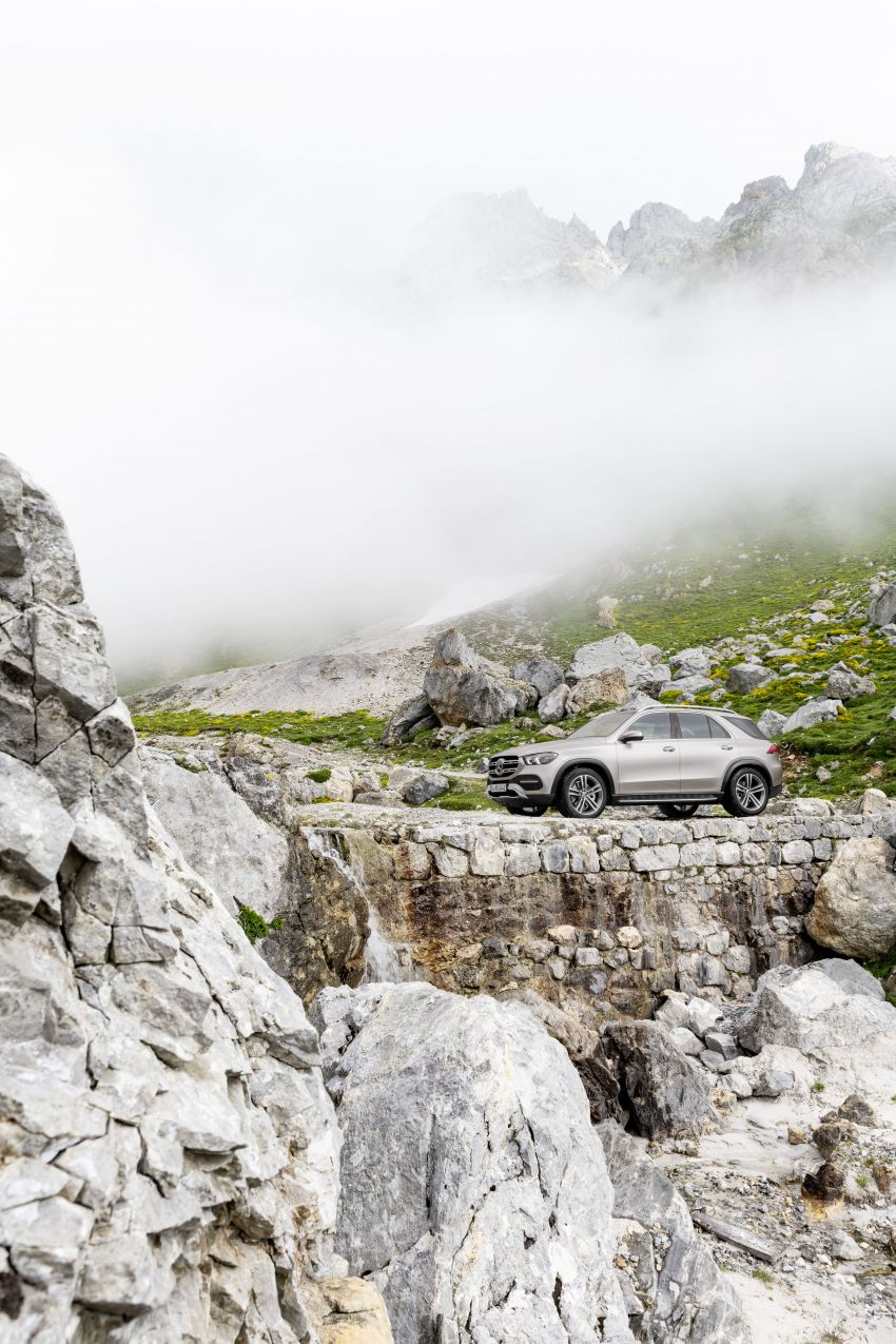 V167 Mercedes-Benz GLE debuts with 48V mild hybrid inline-six, MBUX, new styling, E-Active Body Control Image #859444
