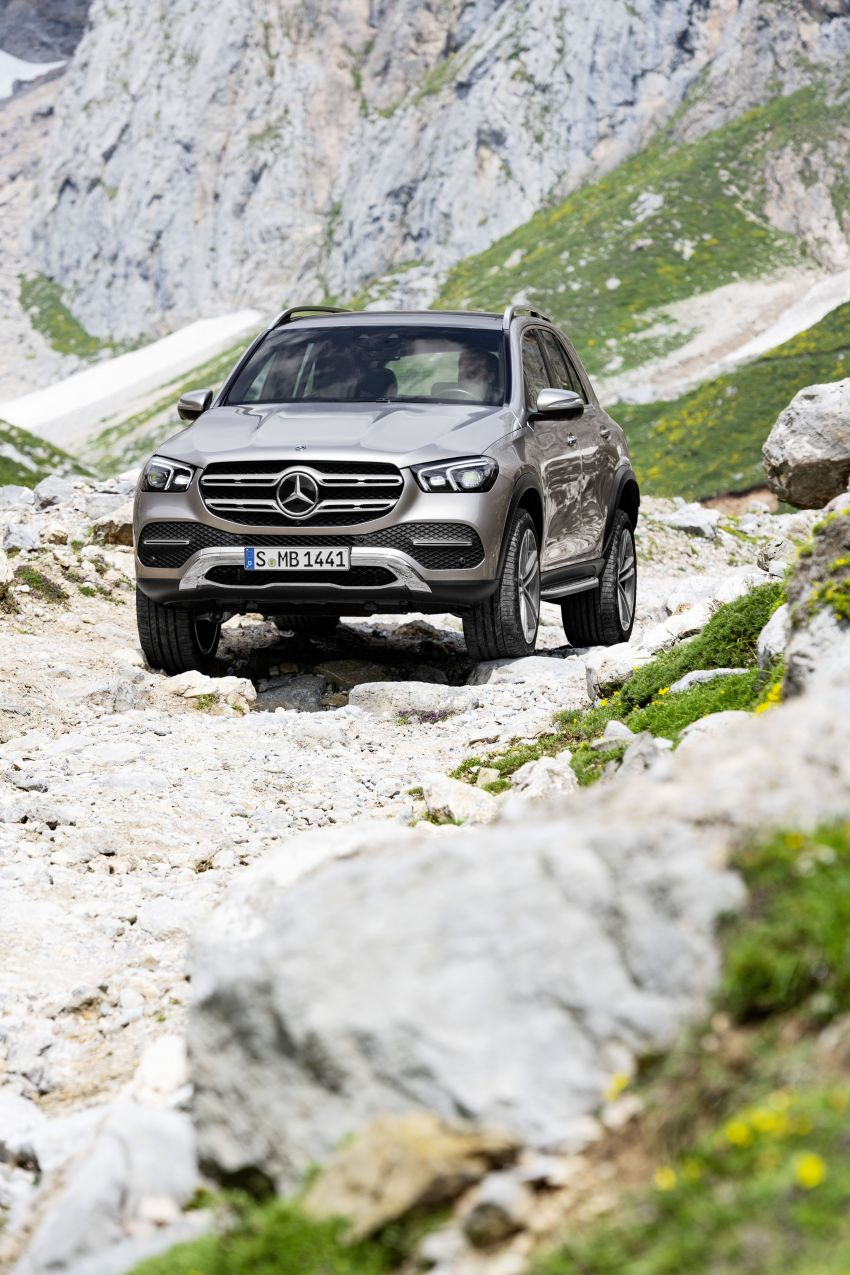 V167 Mercedes-Benz GLE debuts with 48V mild hybrid inline-six, MBUX, new styling, E-Active Body Control Image #859446