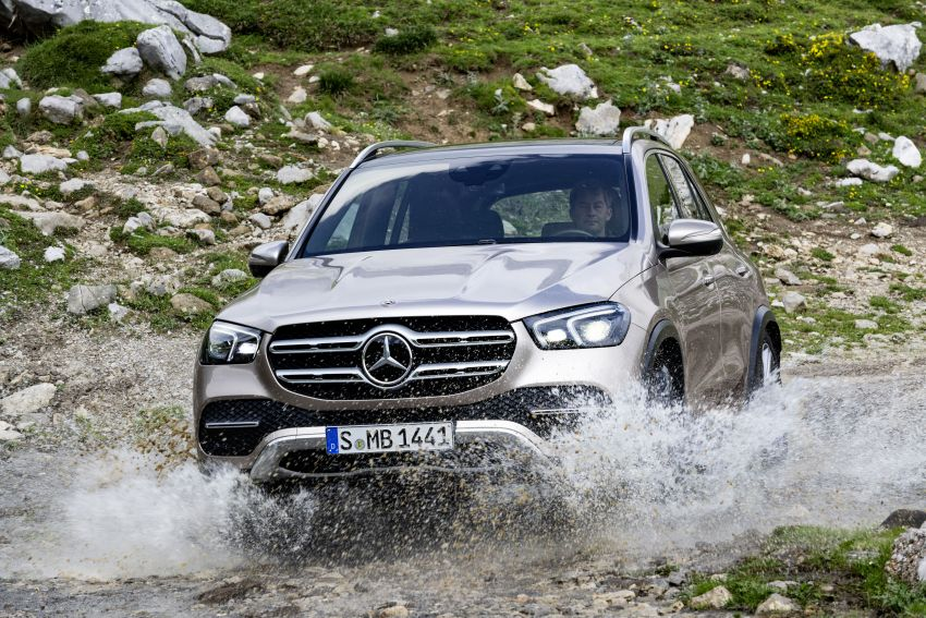 V167 Mercedes-Benz GLE debuts with 48V mild hybrid inline-six, MBUX, new styling, E-Active Body Control Image #859449