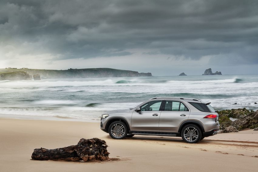 V167 Mercedes-Benz GLE debuts with 48V mild hybrid inline-six, MBUX, new styling, E-Active Body Control Image #859459