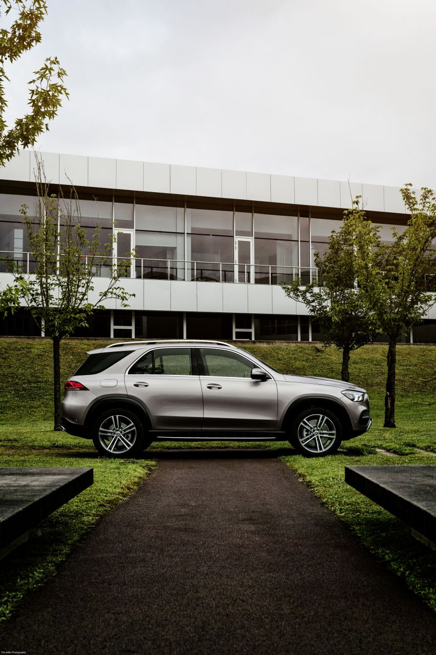 V167 Mercedes-Benz GLE debuts with 48V mild hybrid inline-six, MBUX, new styling, E-Active Body Control Image #859480