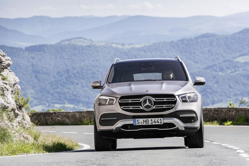 V167 Mercedes-Benz GLE debuts with 48V mild hybrid inline-six, MBUX, new styling, E-Active Body Control Image #859437