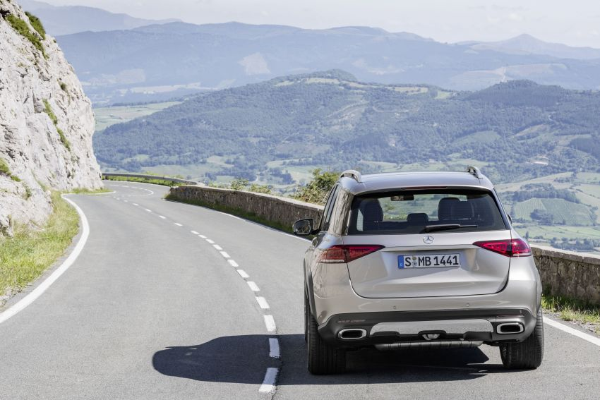 V167 Mercedes-Benz GLE debuts with 48V mild hybrid inline-six, MBUX, new styling, E-Active Body Control Image #859439