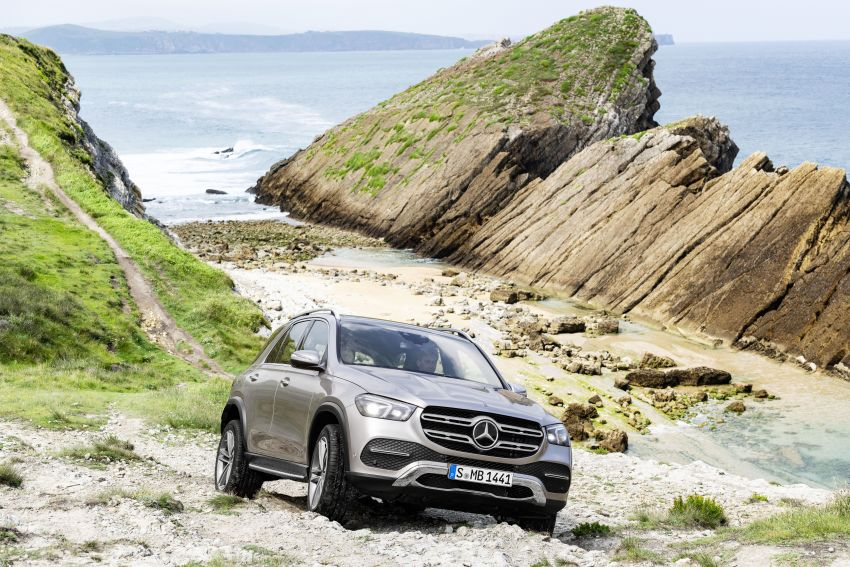 V167 Mercedes-Benz GLE debuts with 48V mild hybrid inline-six, MBUX, new styling, E-Active Body Control Image #859440