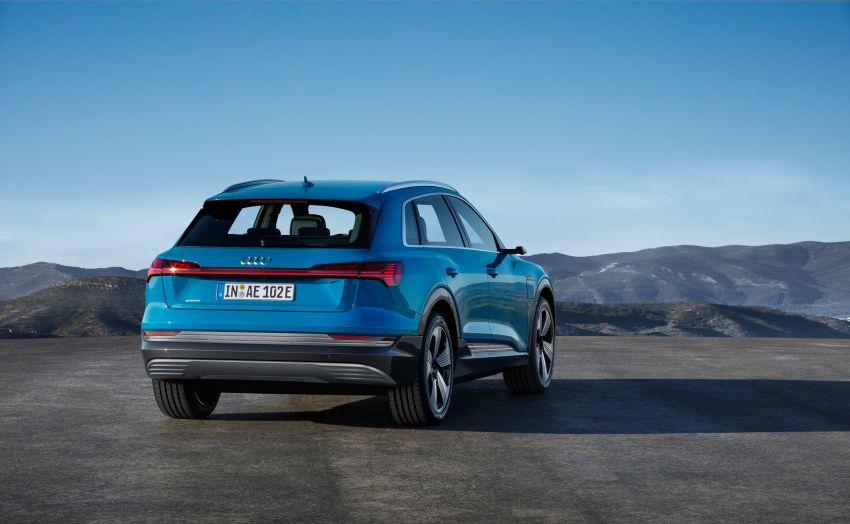 Audi e-tron buat penampilan global – SUV elektrik produksi pertama daripada Audi, kuasa 355 hp/561 Nm Image #863205