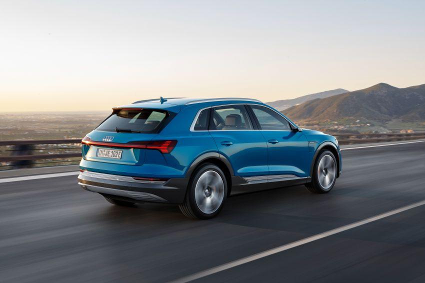 Audi e-tron buat penampilan global – SUV elektrik produksi pertama daripada Audi, kuasa 355 hp/561 Nm Image #863208