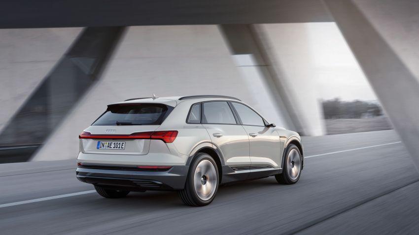Audi e-tron buat penampilan global – SUV elektrik produksi pertama daripada Audi, kuasa 355 hp/561 Nm Image #863213