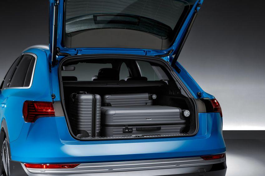 Audi e-tron buat penampilan global – SUV elektrik produksi pertama daripada Audi, kuasa 355 hp/561 Nm Image #863219