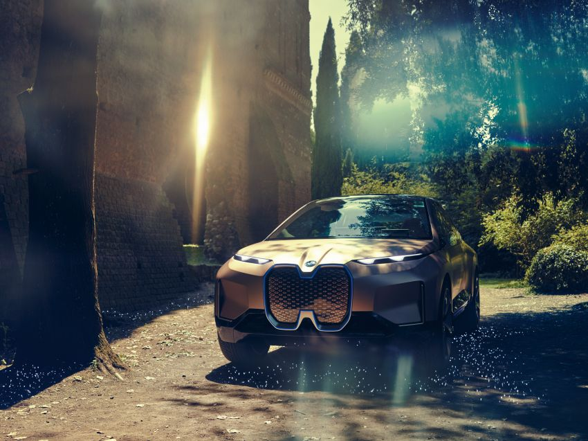 BMW Vision iNEXT previews all-electric SUV for 2021 Image #862286