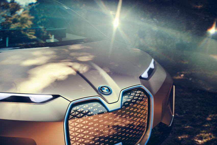 BMW Vision iNEXT previews all-electric SUV for 2021 Image #862291