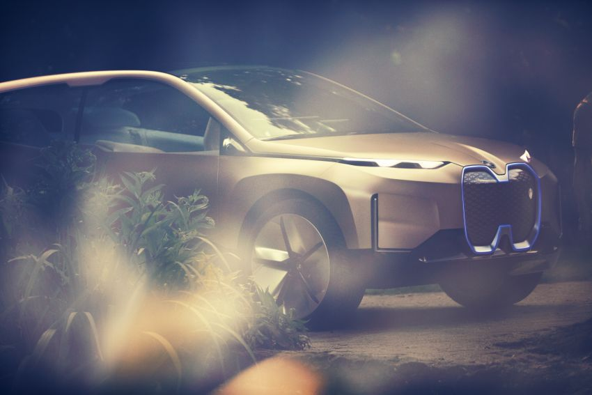 BMW Vision iNEXT previews all-electric SUV for 2021 Image #862298
