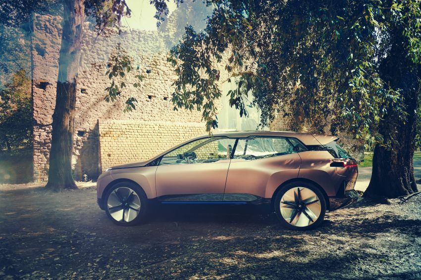BMW Vision iNEXT previews all-electric SUV for 2021 Image #862301