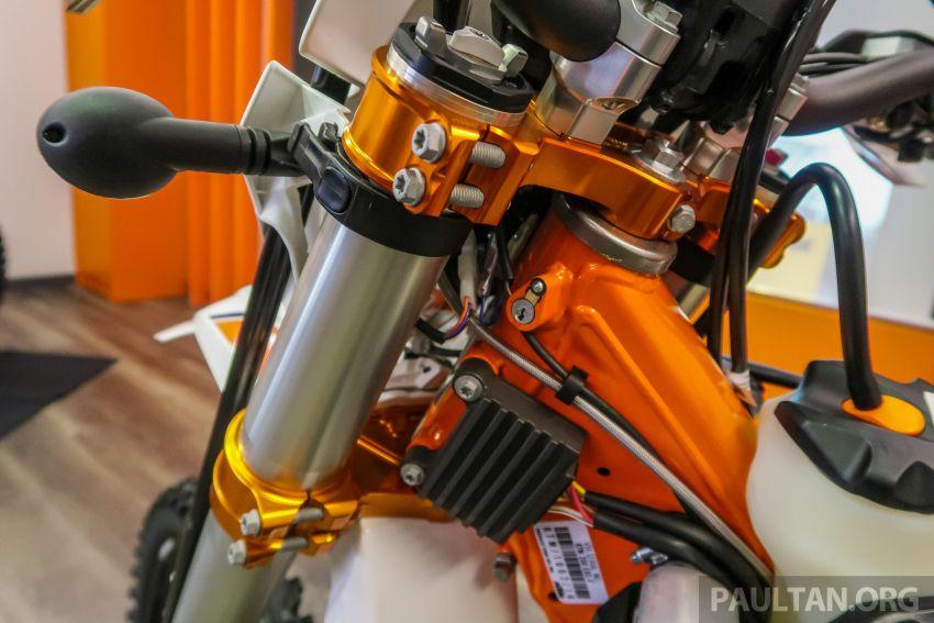 KTM Malaysia lancar model offroad tahun 2019 – pilihan enjin 250 hingga 450 cc, empat strok/dua strok Image #865220