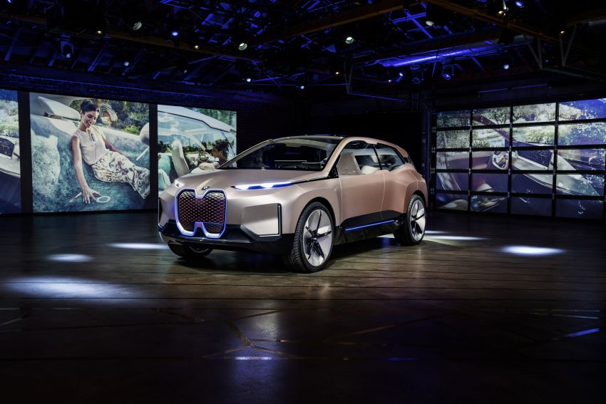 BMW Vision iNEXT previews all-electric SUV for 2021 Image #895771