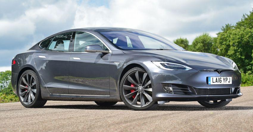 Tesla patents auto turn signal tech, reduce idiot factor Image #857608