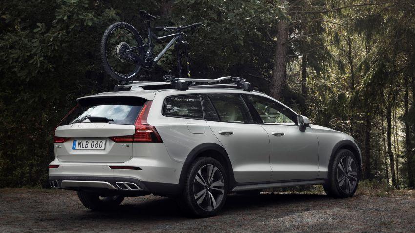 Volvo V60 Cross Country didedahkan secara rasmi- wagon keluarga 'rentas desa' generasi baharu Image #865005