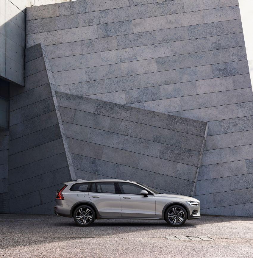 Volvo V60 Cross Country didedahkan secara rasmi- wagon keluarga 'rentas desa' generasi baharu Image #865002
