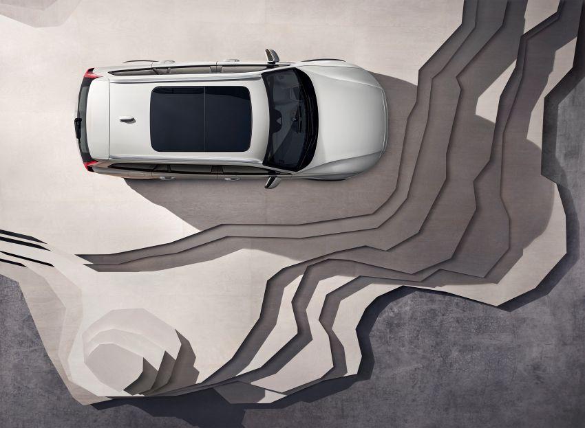 Volvo V60 Cross Country didedahkan secara rasmi- wagon keluarga 'rentas desa' generasi baharu Image #864999