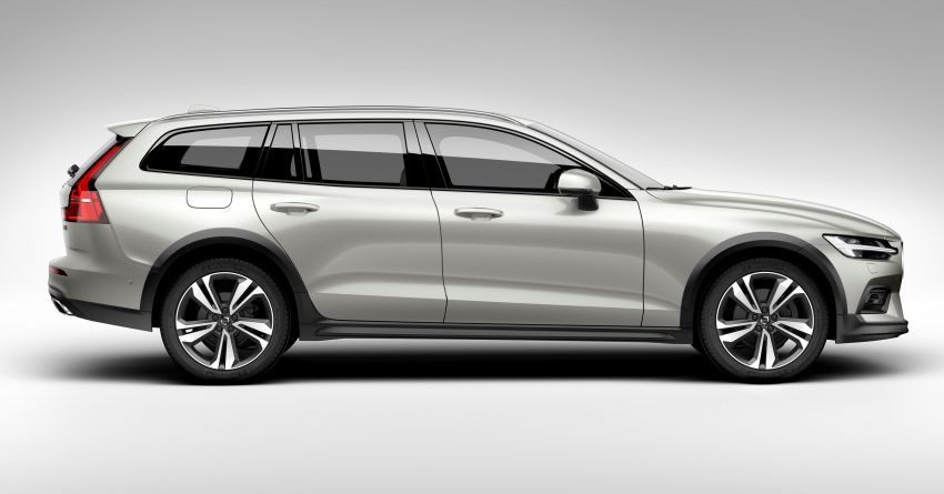 Volvo V60 Cross Country didedahkan secara rasmi- wagon keluarga 'rentas desa' generasi baharu Image #864998