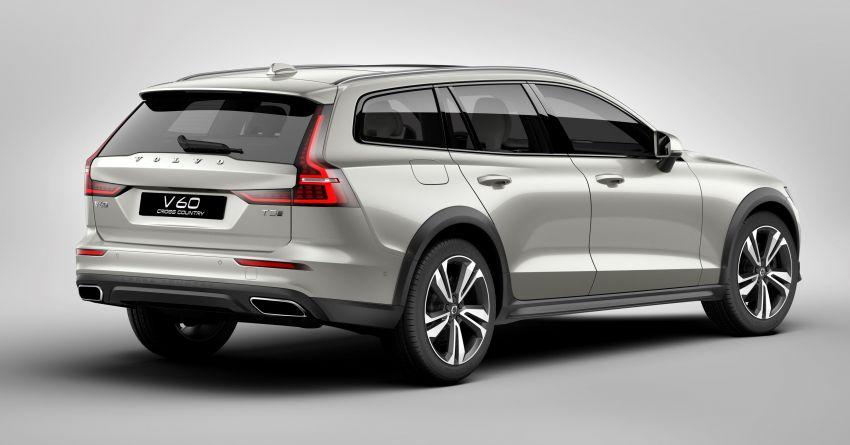 Volvo V60 Cross Country didedahkan secara rasmi- wagon keluarga 'rentas desa' generasi baharu Image #864996