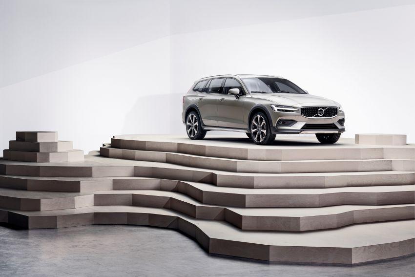 Volvo V60 Cross Country didedahkan secara rasmi- wagon keluarga 'rentas desa' generasi baharu Image #865014
