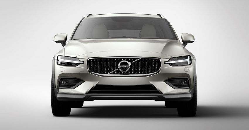 Volvo V60 Cross Country didedahkan secara rasmi- wagon keluarga 'rentas desa' generasi baharu Image #864993