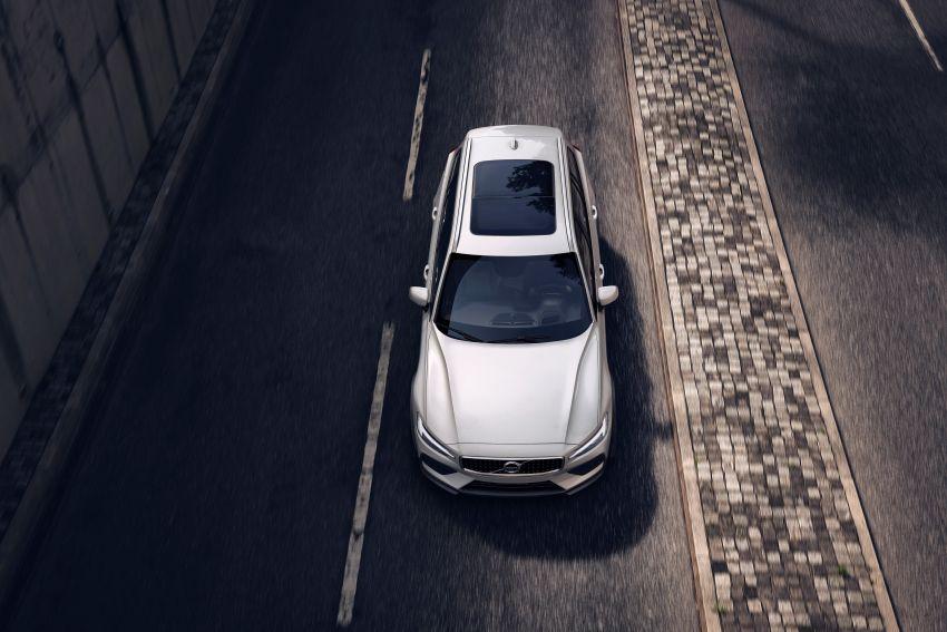 Volvo V60 Cross Country didedahkan secara rasmi- wagon keluarga 'rentas desa' generasi baharu Image #865011