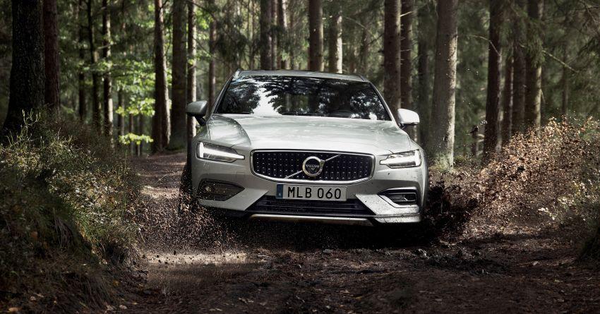 Volvo V60 Cross Country didedahkan secara rasmi- wagon keluarga 'rentas desa' generasi baharu Image #865009