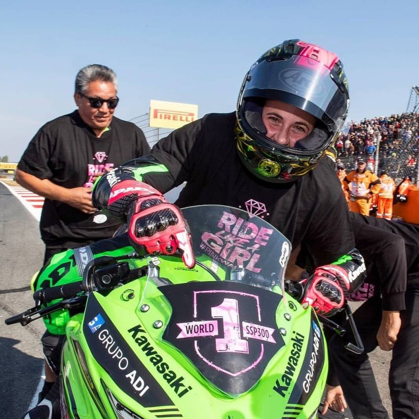 Ana Carrasco first female motorcycle World Champion – wins SSP300 Championship on Kawasaki Ninja 400 Image #866392