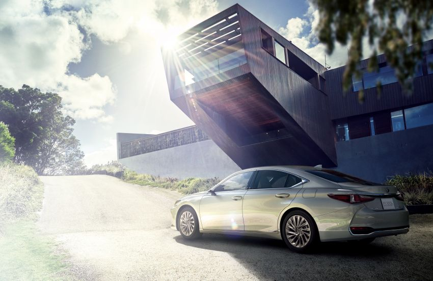 2019 Lexus ES launched in Japan – world's first side-view cameras, ES 300h hybrid only, RM216k to RM259k Image #878721