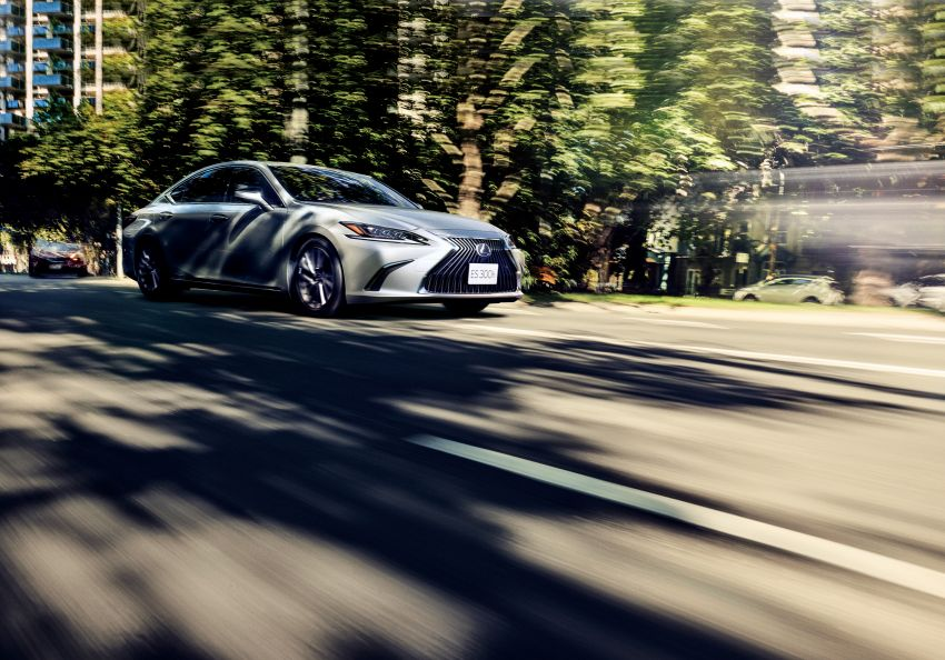 2019 Lexus ES launched in Japan – world's first side-view cameras, ES 300h hybrid only, RM216k to RM259k Image #878714