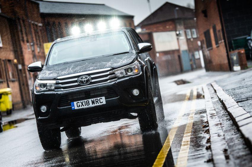 Toyota Hilux Invincible 50 – rai ulangtahun ke-50 tahun Hilux, dibina hanya 50 unit, untuk pasaran UK sahaja Image #876765