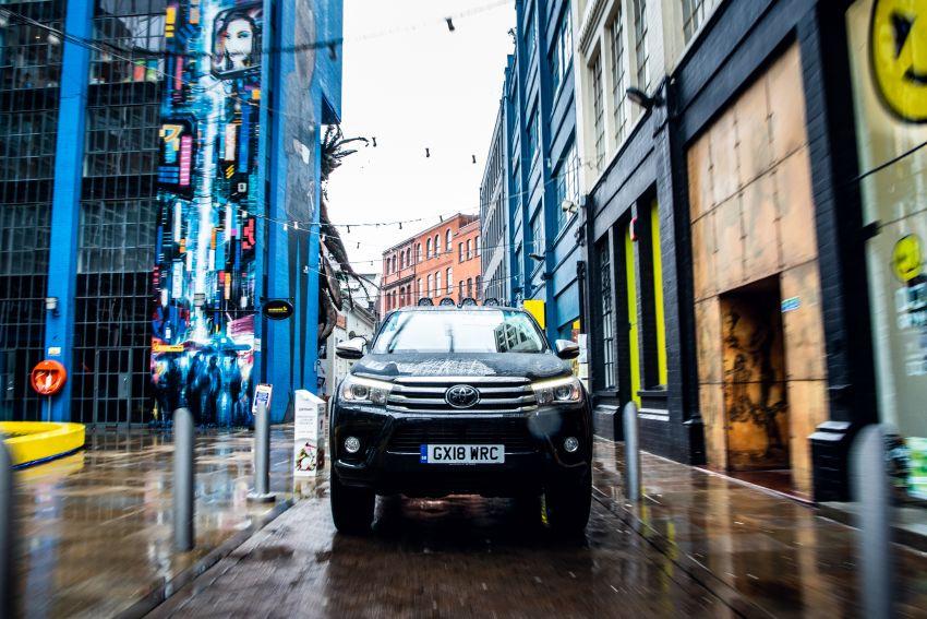 Toyota Hilux Invincible 50 – rai ulangtahun ke-50 tahun Hilux, dibina hanya 50 unit, untuk pasaran UK sahaja Image #876768