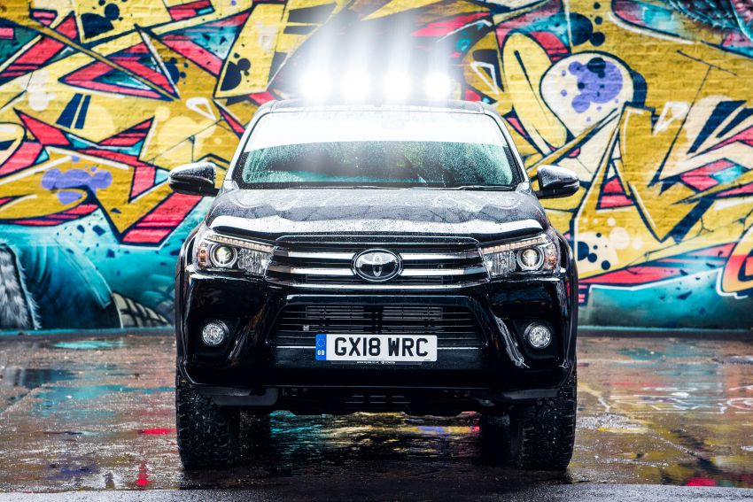 Toyota Hilux Invincible 50 – rai ulangtahun ke-50 tahun Hilux, dibina hanya 50 unit, untuk pasaran UK sahaja Image #876774