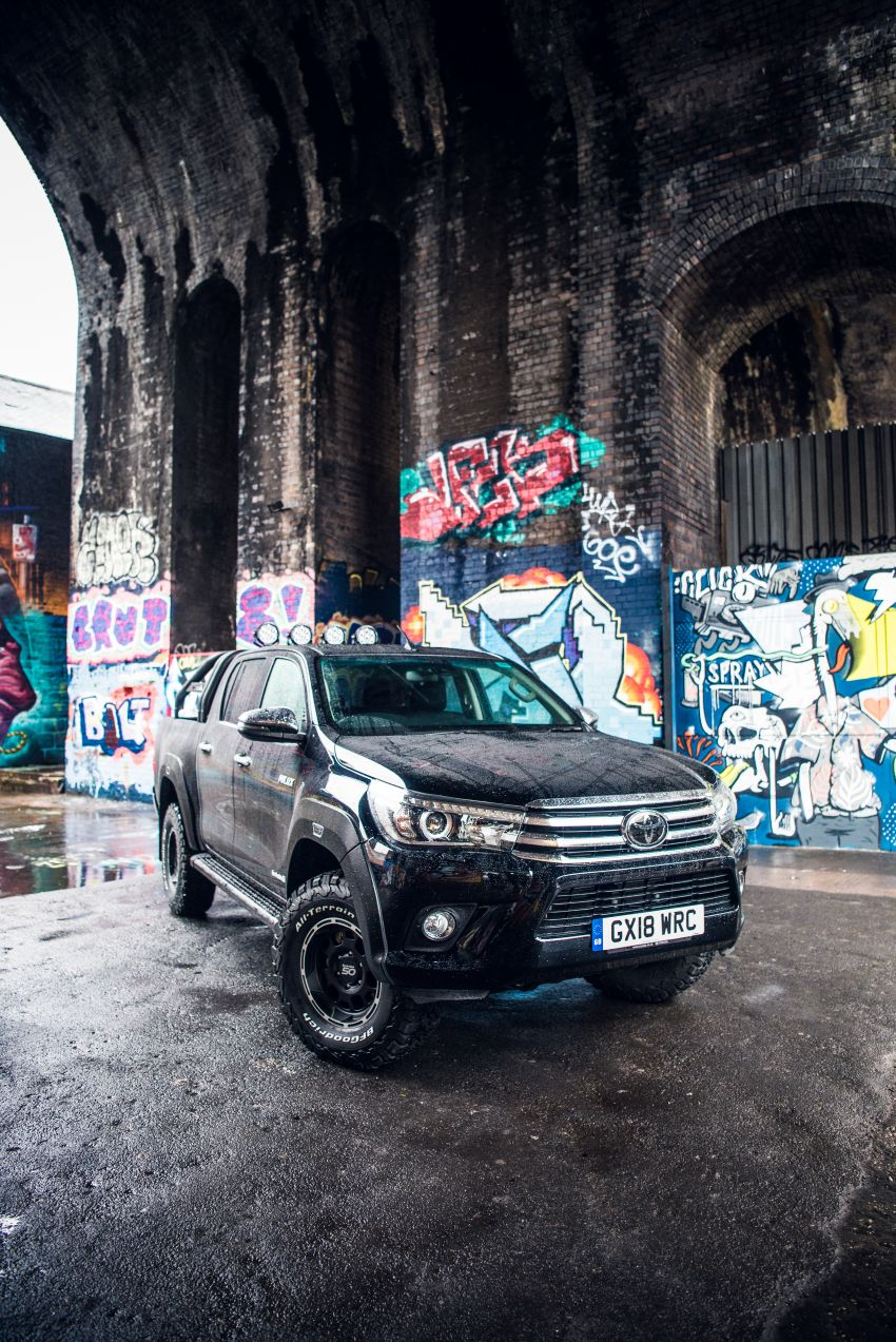 Toyota Hilux Invincible 50 – rai ulangtahun ke-50 tahun Hilux, dibina hanya 50 unit, untuk pasaran UK sahaja Image #876805