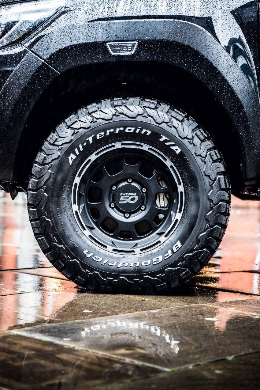 Toyota Hilux Invincible 50 – rai ulangtahun ke-50 tahun Hilux, dibina hanya 50 unit, untuk pasaran UK sahaja Image #876836