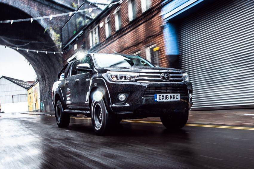 Toyota Hilux Invincible 50 – UK-only special edition Image #876143