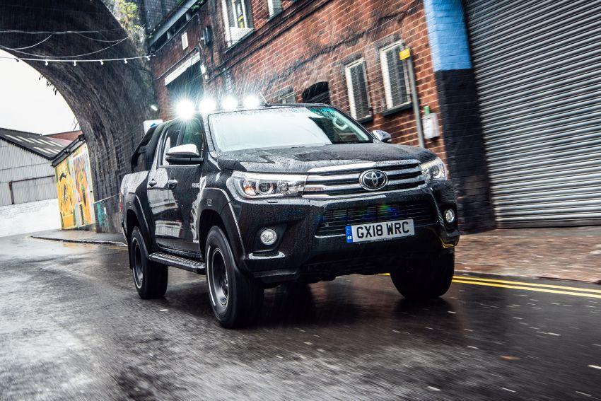 Toyota Hilux Invincible 50 – rai ulangtahun ke-50 tahun Hilux, dibina hanya 50 unit, untuk pasaran UK sahaja Image #876763