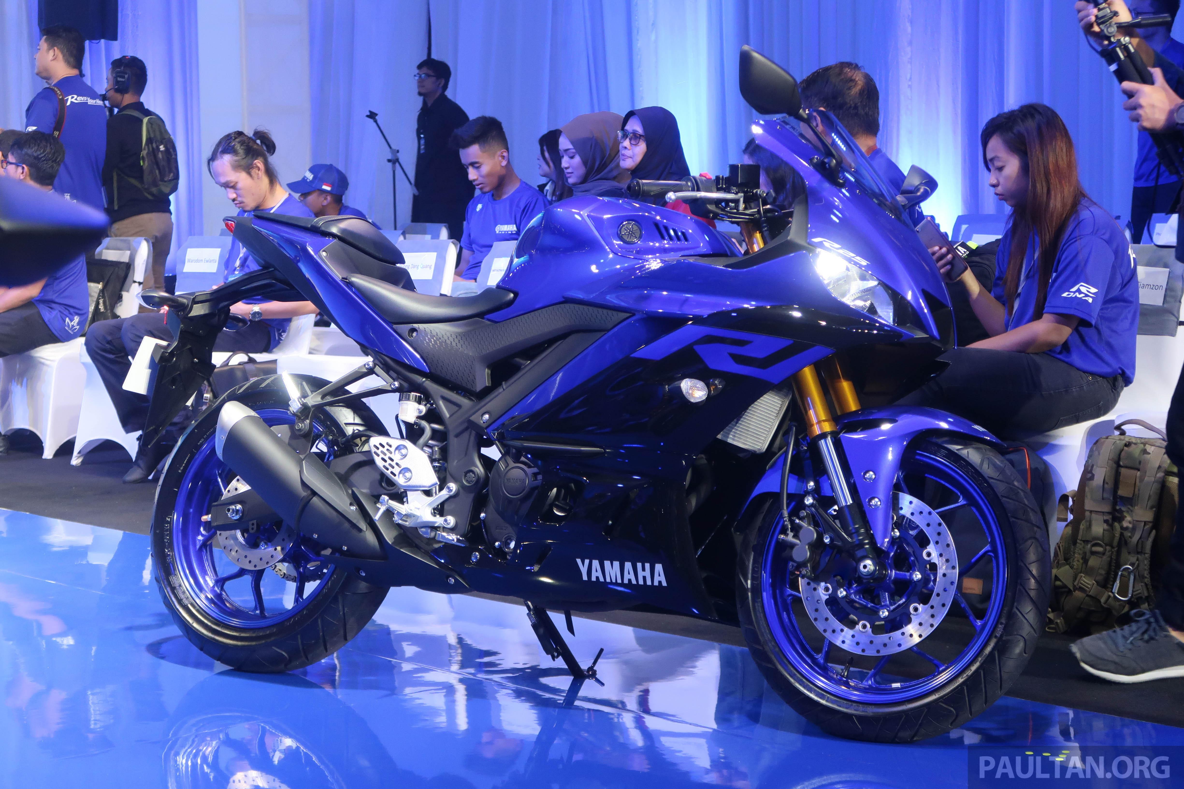 2019 Yamaha YZF-R25 world premiere - 8 km/h faster