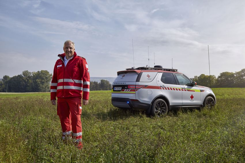 Land Rover SVO debuts bespoke Red Cross Discovery Image #867889