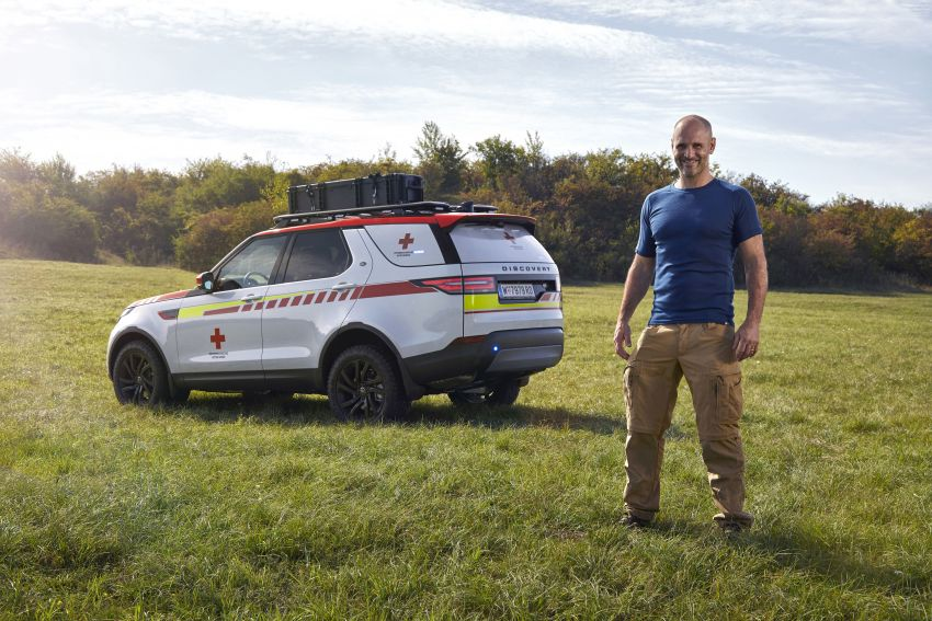 Land Rover SVO debuts bespoke Red Cross Discovery Image #867892