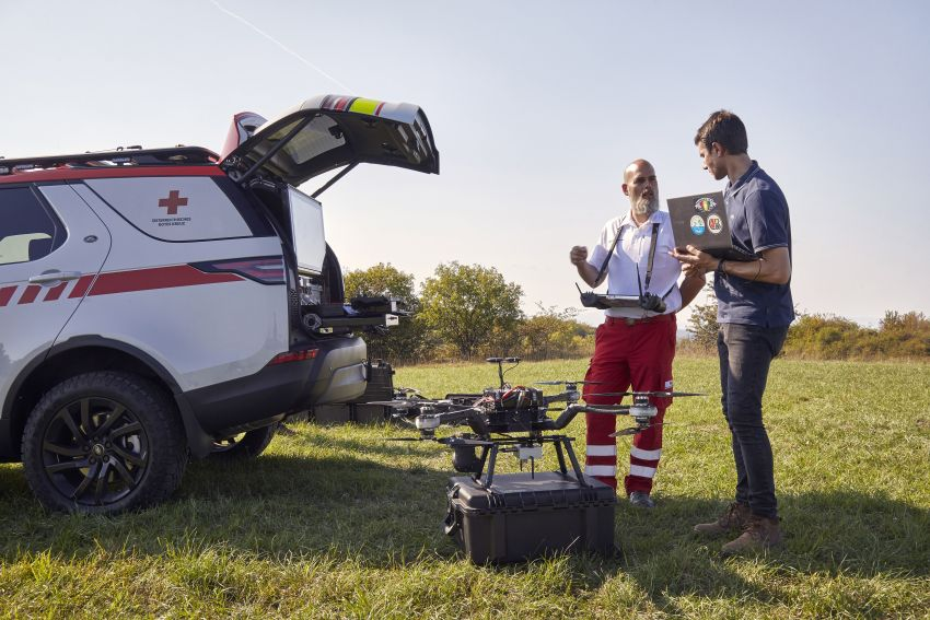 Land Rover SVO debuts bespoke Red Cross Discovery Image #867899