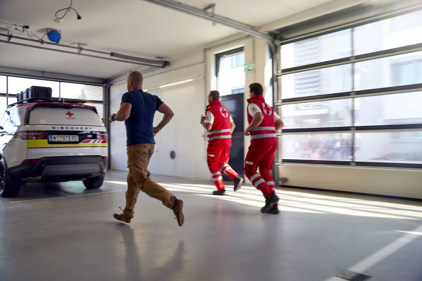 Land Rover SVO debuts bespoke Red Cross Discovery Image #867902