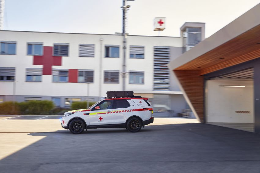 Land Rover SVO debuts bespoke Red Cross Discovery Image #867903