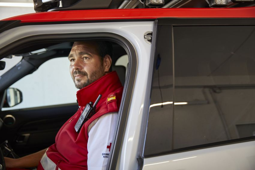 Land Rover SVO debuts bespoke Red Cross Discovery Image #867904
